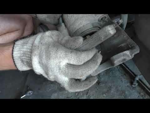 Замена передних тормозных колодок Skoda Octavia A4 1,8 Turbo