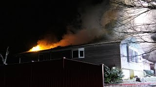 getlinkyoutube.com-FIRE through roof of house, Lower Macungie, PA. 0115.17