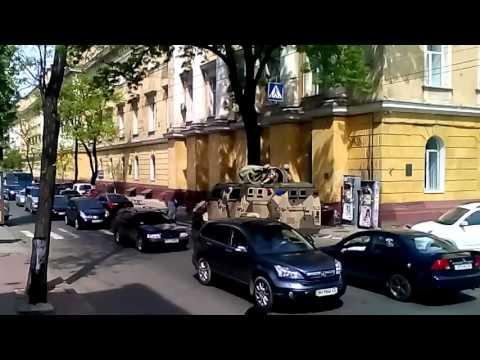 Бронетехника Нацгвардии вышла на патрулирование Одессы.