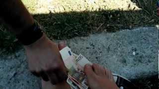 getlinkyoutube.com-250 euro tra i piedi della padrona