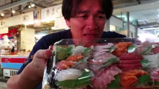 getlinkyoutube.com-ซาซิมิขั้นเทพต้องแบบนี้..กินปลาดิบในตลาดปลา Tomari Fish Market Okinawa Japan