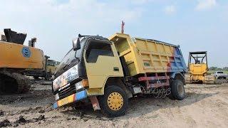 getlinkyoutube.com-Dump Truck Stuck Recovery Using Komatsu D31P Bulldozer
