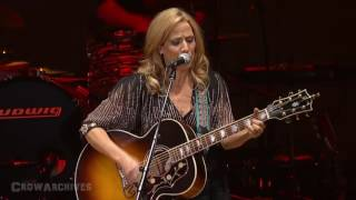 "getlinkyoutube.com-Sheryl Crow & Vince Gill - ""Two More Bottles of Wine"" (LIVE)"