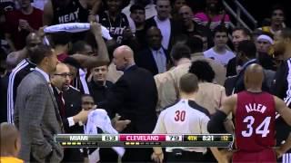 getlinkyoutube.com-Fan runs on court and shakes LeBron's hand - Heat @ Cavs - 2013.03.20