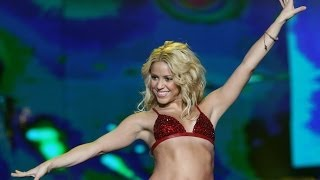 getlinkyoutube.com-Shakira - Hips Don't Lie (Live in China - New Years Eve Jiangsu TV 2010)