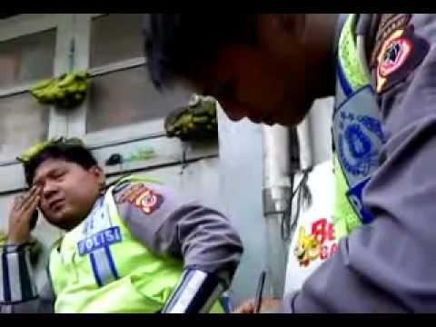 Video: 4 Kasus 'Suap Tilang' Oknum Polisi yang Terekam Kamera | artis | unik | wanita | tips | foto | sepakbola