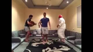 getlinkyoutube.com-مضحك جداً: رقص شباب سعودين على بشرة خير