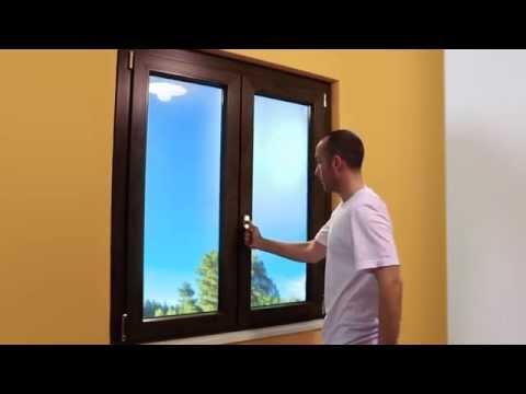 Come restaurare gli infissi fai da te mania - Montare una finestra ...