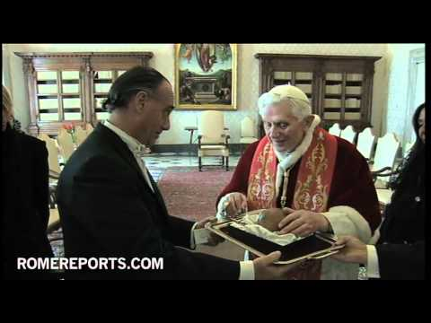 Pope receives Yerba Mate cup from ambassador of Uruguay to Vatican