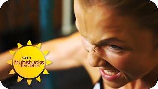 getlinkyoutube.com-Sophia Thiel: Vom Moppel zum Muskelpaket | SAT.1 Frühstücksfernsehen