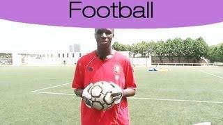 getlinkyoutube.com-Football: Apprendre à arrêter le ballon