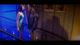 getlinkyoutube.com-Karishma getting HOTT with Akshay Kumar (MERE JEEVAN SAATHI)