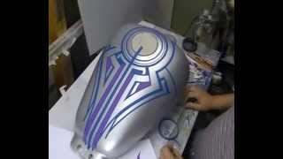 getlinkyoutube.com-Atelier Meijer - Suzuki Marauder 800 airbrush part 1