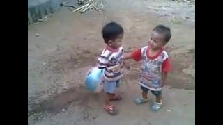 getlinkyoutube.com-video anak kecil berkelahi lucu
