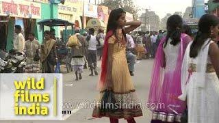 getlinkyoutube.com-Girls of Bihar: Crowded streets of Sonepur during Mela