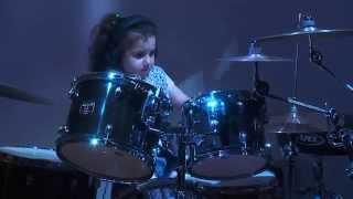 getlinkyoutube.com-Eduarda Henklein (5 old years) COVER- Van Halen / Jump (com solo no final)