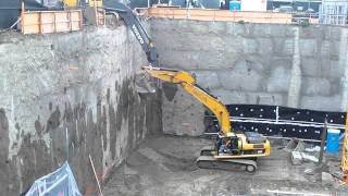 "getlinkyoutube.com-Excavator ""Buddy"" system."