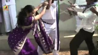 getlinkyoutube.com-YSR Congress leader beaten up publicly by party female leader – Karimnagar