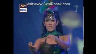 getlinkyoutube.com-Sara Raza Khan Lux Style Award 2012