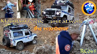 getlinkyoutube.com-Mountain Rescue Unit at work - the Wanderer - Landrover Defender - Scale Offroad - RC 045