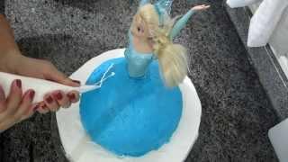 getlinkyoutube.com-Como fazer bolo Frozen passo a passo