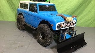 getlinkyoutube.com-Installing The New RC4WD Blade Snow Plow on my Axial SCX10