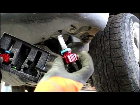 Замена ламп передних противотуманных фар на Toyota RAV4 2,0 Тойота РАВ 4 2011 года