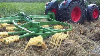 getlinkyoutube.com-BRUDER TRACTOR Fendt 936 with Krone Swadro rotary rakes