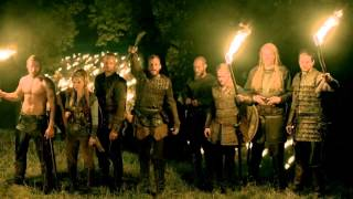 "getlinkyoutube.com-Vikings s03e07 ""Paris"" - Floki's War Chant ""Skeggǫld, Skálmǫld, Skildir ro Klofnir"""