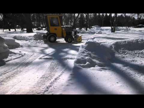 John deere 140, H3, with cab, blowing snow