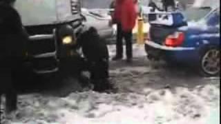 getlinkyoutube.com-【驚愕】インプレッサが雪でスタックしている大型トレーラーを牽引!