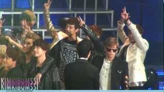 getlinkyoutube.com-[HD fancam] 130131 seoul music awards - ending (SHINee focus)
