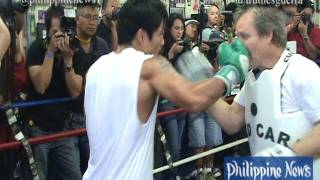 getlinkyoutube.com-Pacquiao accidentally  punches Roach