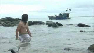 getlinkyoutube.com-Male mermaid.mp4