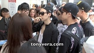 getlinkyoutube.com-BTS Bangtan Boys lands in the usa for the first time and show love to fans at LAX
