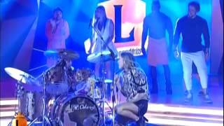 getlinkyoutube.com-Eduarda Henklein (Duda) no Programa Legendários 24/05 tocando bateria com Claudia Leite.