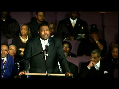 "Rev. E. Dewey Smith, Jr. sings ""Farther Along"""