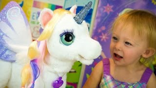getlinkyoutube.com-StarLily My Magical Unicorn Toy FurReal Friends Review Girl Toys Kinder Playtime