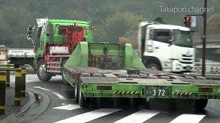 getlinkyoutube.com-う~ん職人!! 道幅ギリギリでもスイスイ行く上手な重機トレーラー の後ろを追跡してみた!Japanese trailer.