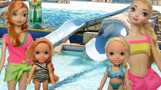 getlinkyoutube.com-Anna and Elsa Water Park | Underwater Play Swimming Pool Giant Waterslides Swim Splash Dive Toddlers