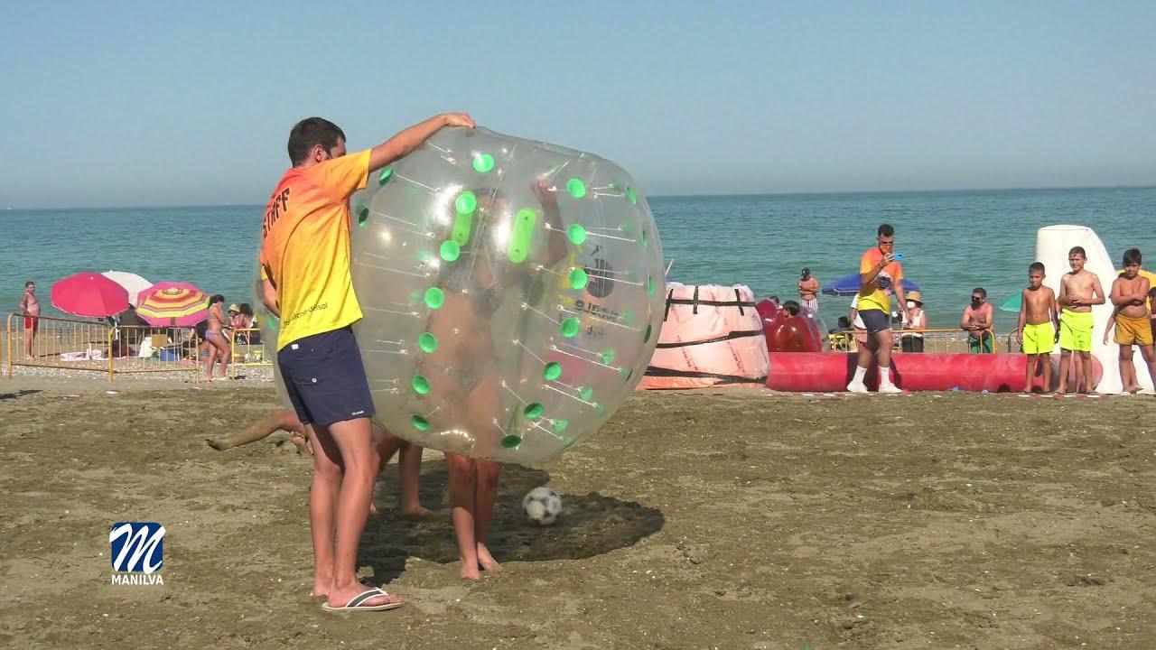 La playa del Cali acogió una exhibición de Fútbol Burbuja