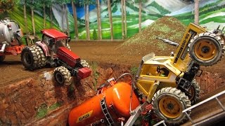 getlinkyoutube.com-RC TRACTOR in trouble - AMAZING R/C ACCIDENT ACTION -model toy fun