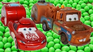 getlinkyoutube.com-LIGHTNING MCQUEEN AND MATER FIND MAGIC BEANS!!! FUNNY JOKE CARS TOON CANDY FUN ROAD TRIP!