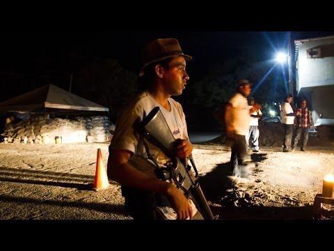 Autodefensas de Michoacán tomaron un pueblo -- Noticiero Univisión