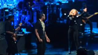 Jay-Z invite Alicia Keys sur scène à Las Vegas