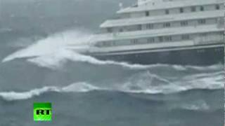 getlinkyoutube.com-Dramatic video of Clelia II Antarctic cruise ship slammed by giant waves