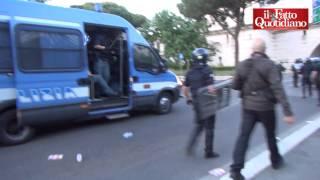 getlinkyoutube.com-Derby Lazio-Roma, scontri nel post-partita: cariche e lancio di lacrimogeni della polizia