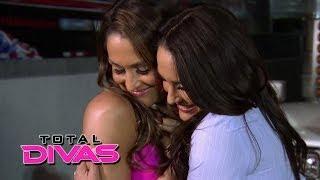getlinkyoutube.com-The Bella Twins make up: Total Divas, May 4, 2014