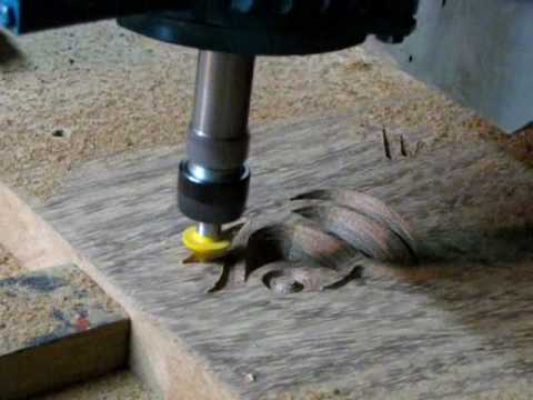 Entalhando madeira  na CNC