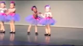 "getlinkyoutube.com-""Anak kecil menari bikin ngakak"""